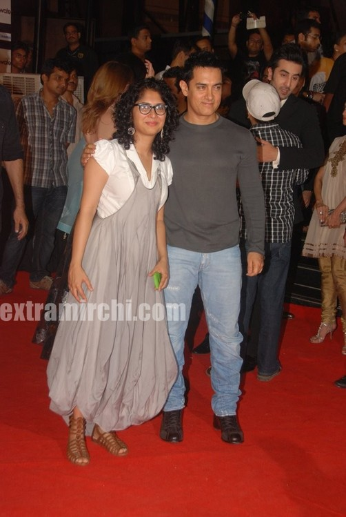 aamir-khan-and-his-kiran-rao-at-Raajneeti-premier-3.jpg