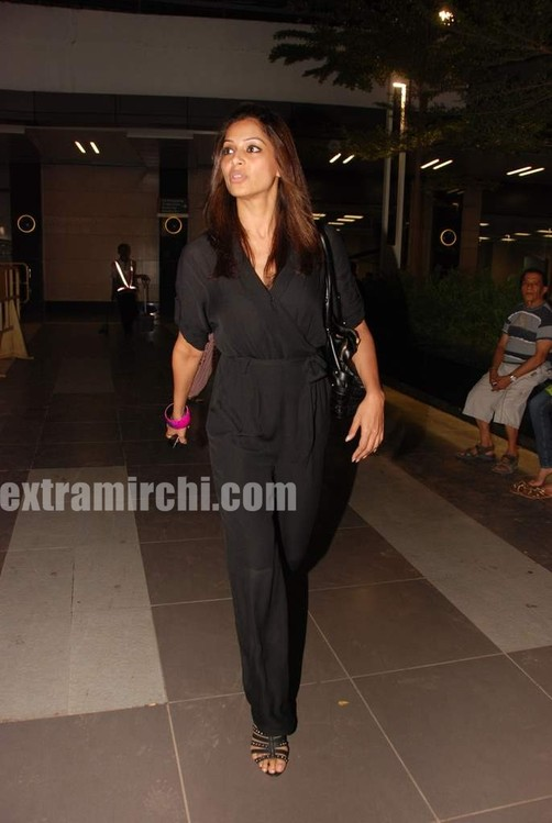 bipasha-basu-returns-from-IIFA.jpg