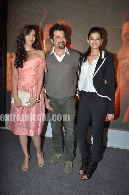 Anil-Kapoor-with-daughters-Sonam-Kapoor-and-Rhea-Kapoor-3.jpg