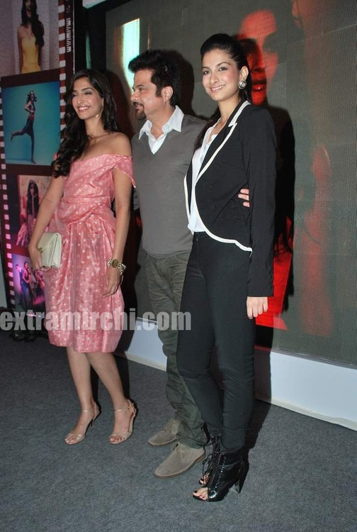 Anil-Kapoor-with-daughters-Sonam-Kapoor-and-Rhea-Kapoor.jpg