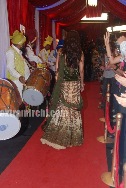 Grand Foyer Zara : Sizzling shipla at zara nachke dikha finale extramirchi