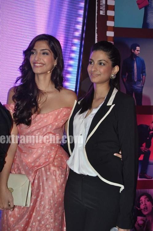 Sonam-Kapoor-with-sister-Rhea-Kapoor-2.jpg