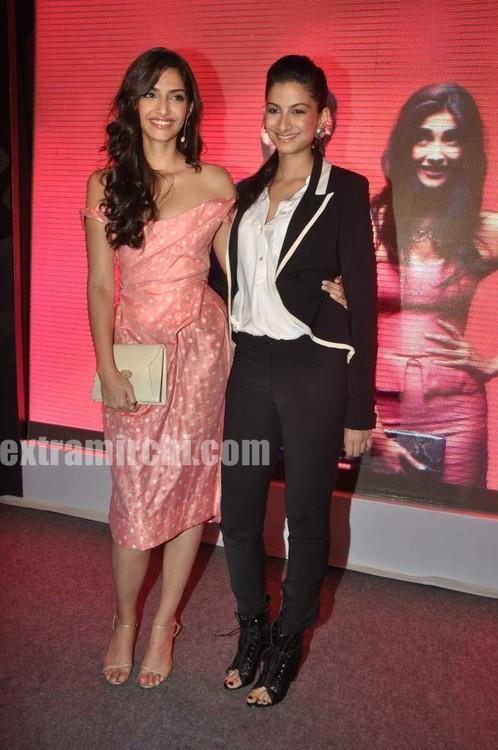 Sonam-Kapoor-with-sister-Rhea-Kapoor-3.jpg