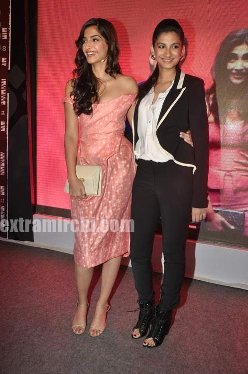Sonam-Kapoor-with-sister-Rhea-Kapoor-4.jpg