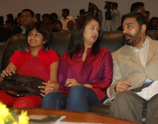 gautami-with-daughter-subbulakshmi-and-Kamal-Hassan-4.jpg