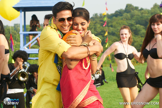 Asin-and-Akshay-Kumar-in-Khiladi-786-7.jpg