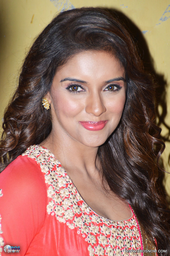 Asin-in-Khiladi-786_event.jpg