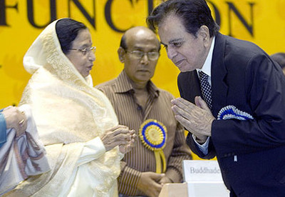 actor-dilip-kumar-gets-standing-ovation-at-national-awards.JPG
