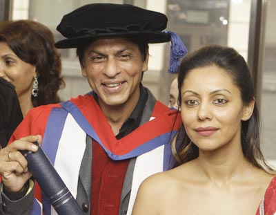 srk_with-guari_khan_doctorate.jpg