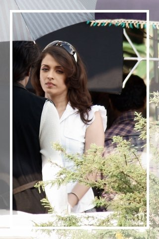 Aishwarya-rai-and-Rajini-on-the-sets-of-Endhiran-2.jpg