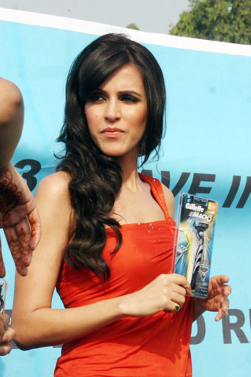 Neha-Dhupia-at-Gillette-Shave-of-shelving-World-Record-With-Over-2000-Men-Chitrakoot-Ground.JPG