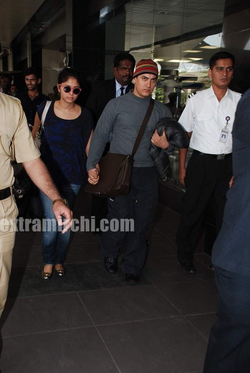 Aamir-Khan-and-Kiran-Rao-arrive-at-Mumbai-airport-today-morning-for-father-Tahir-Hussain-funeral.jpg