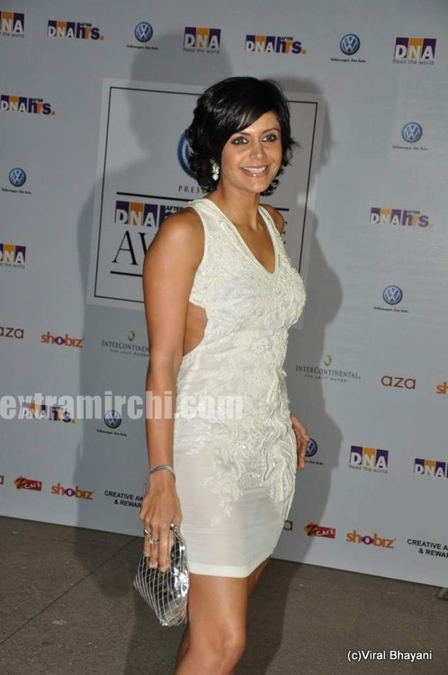 Mandira-Bedi-at-DNA-Style-Awards-1.jpg