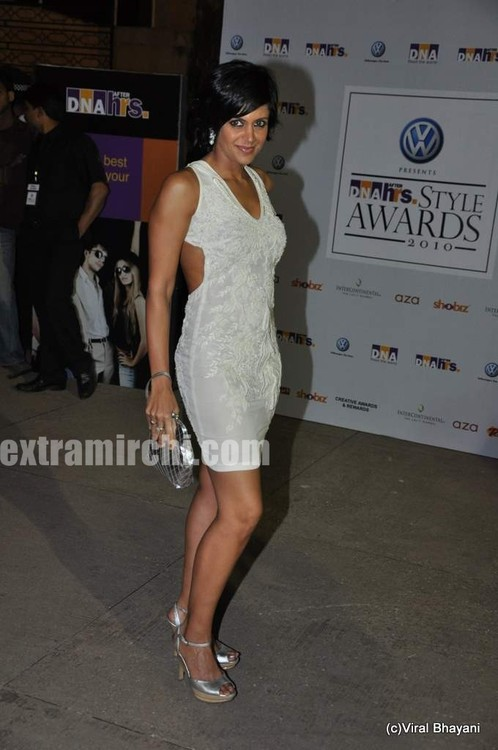Mandira-Bedi-at-DNA-Style-Awards-2.jpg