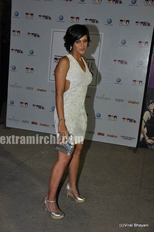 Mandira-Bedi-at-DNA-Style-Awards-3.jpg