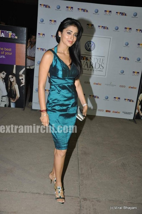 Shriya-Saran-at-DNA-Style-Awards-1.jpg