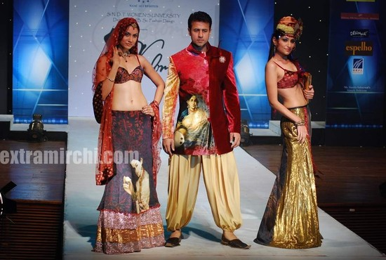aryan-vaid-with-models.jpg