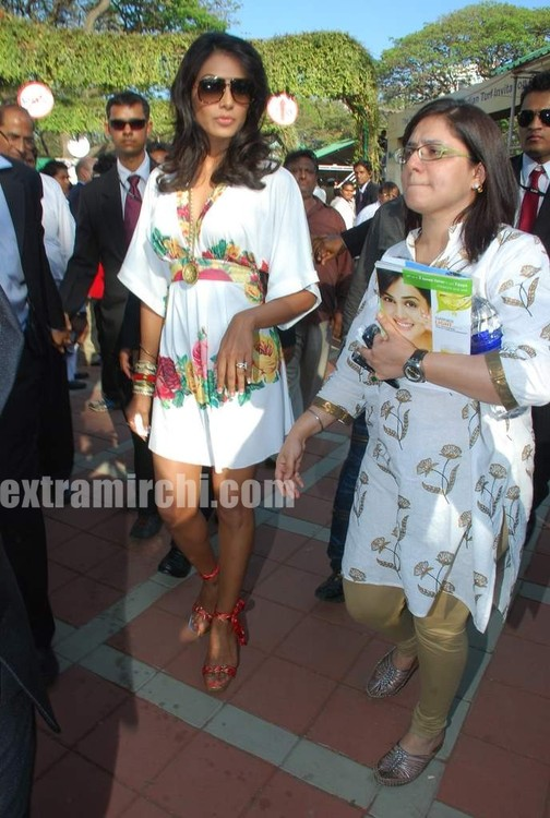 Bipasha-Basu-at-Vandrewala-Cup-main.jpg