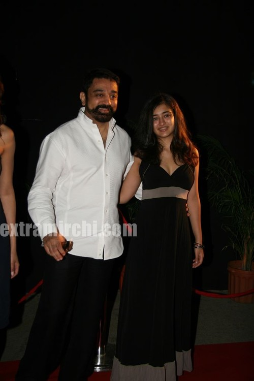 Kamal-with-Daughters-Shruthi-and-Akshara-pictures-main.jpg