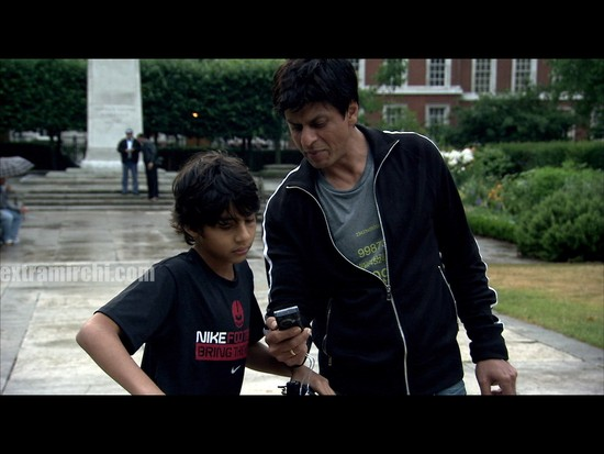 Living-with-a-Superstar-peek-into-the-life-of-Shahrukh-khan.jpg