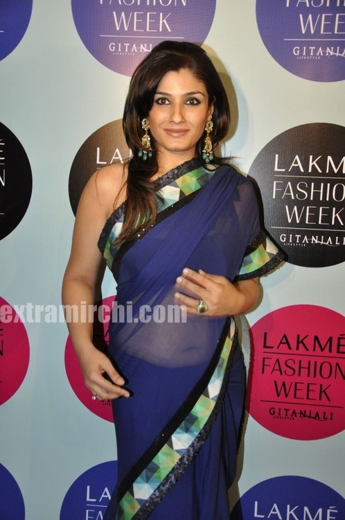 Raveena-Tandon-at-Manish-Malhotra-Show-Lakme-India-Fashion-Week-2.jpg