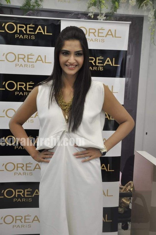 Sonam-Kapoor-LOreal-Golden-Girl-Spring-Summer-2010-main.jpg