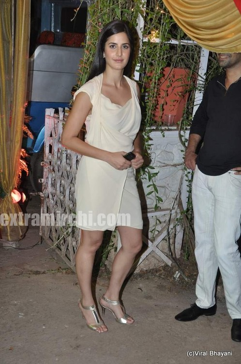 katrina-Kaif-at-wedding-of-Mushtaq-Sheikh-sister-Najma-3.jpg