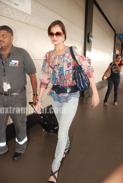 Dia-Mirza-leave-for-IIFA-Colombo-5.jpg