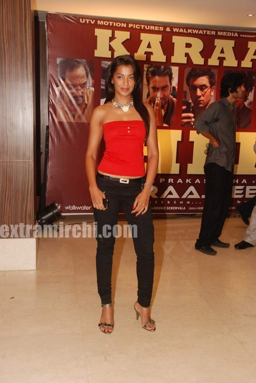 Mugdha-godse-at-Raajneeti-Film-success-bash-1.jpg