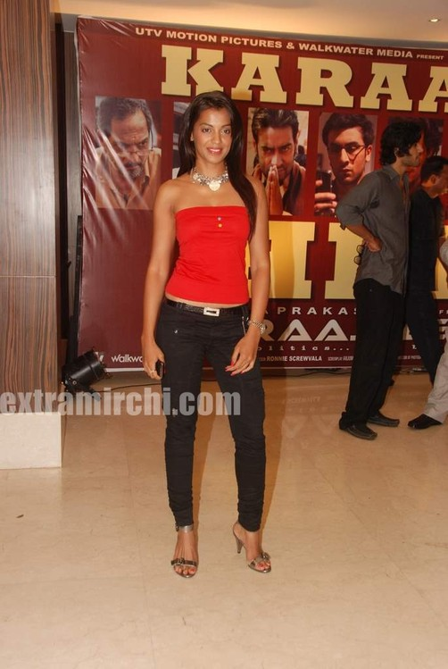 Mugdha-godse-at-Raajneeti-Film-success-bash.jpg